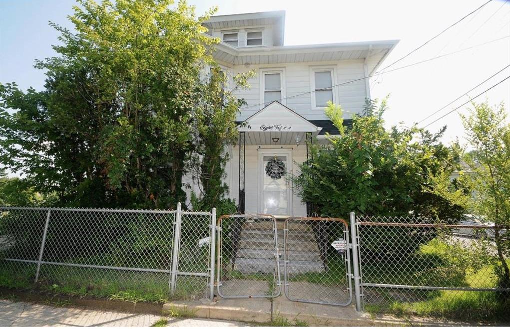 815 N Chestnut St, Paulsboro, NJ