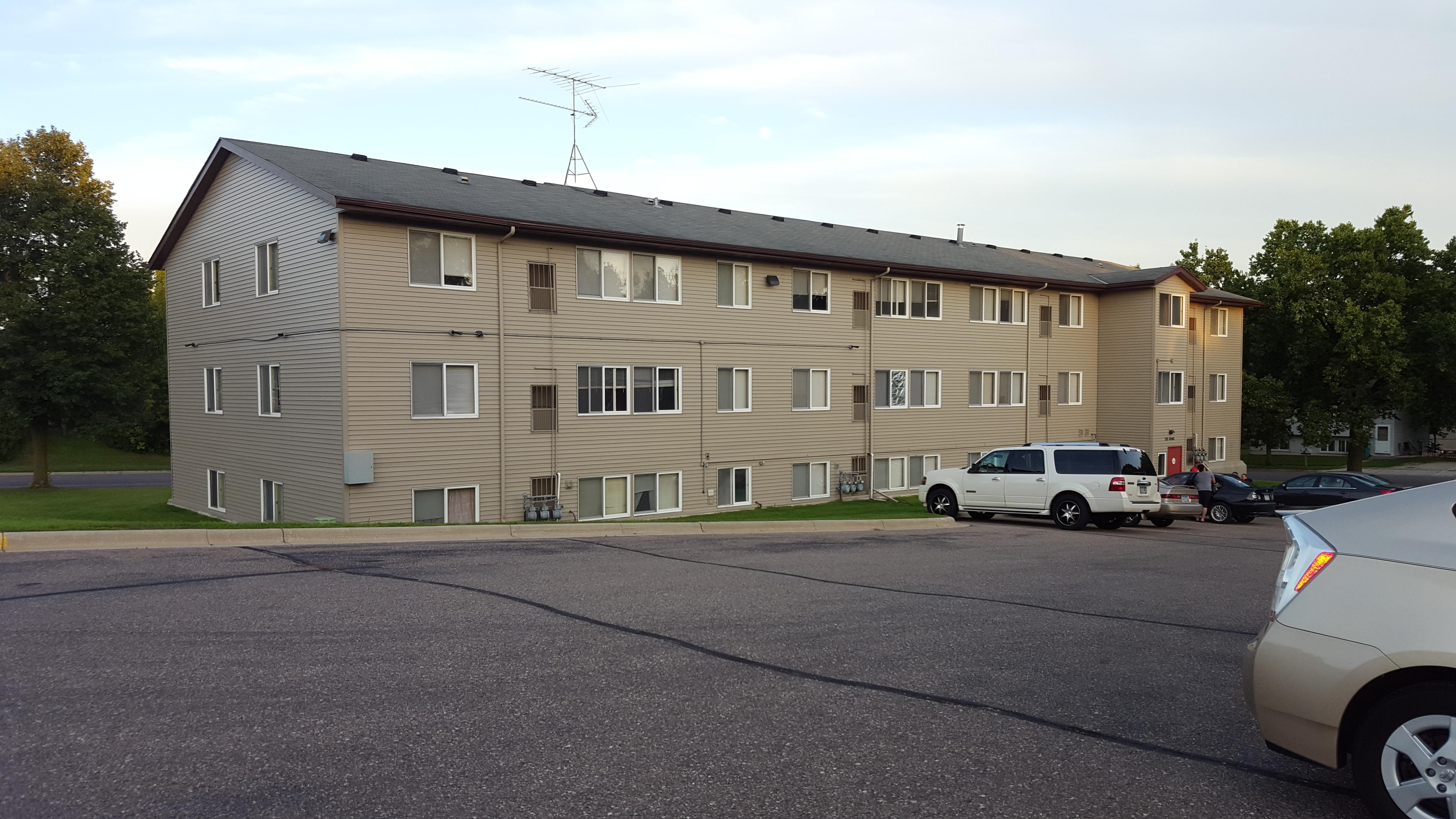 520 Adams Ave, Owatonna, MN