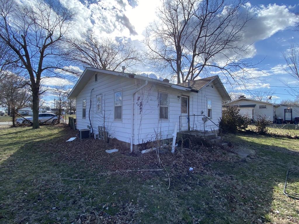 39 E Cline St, Aurora, MO