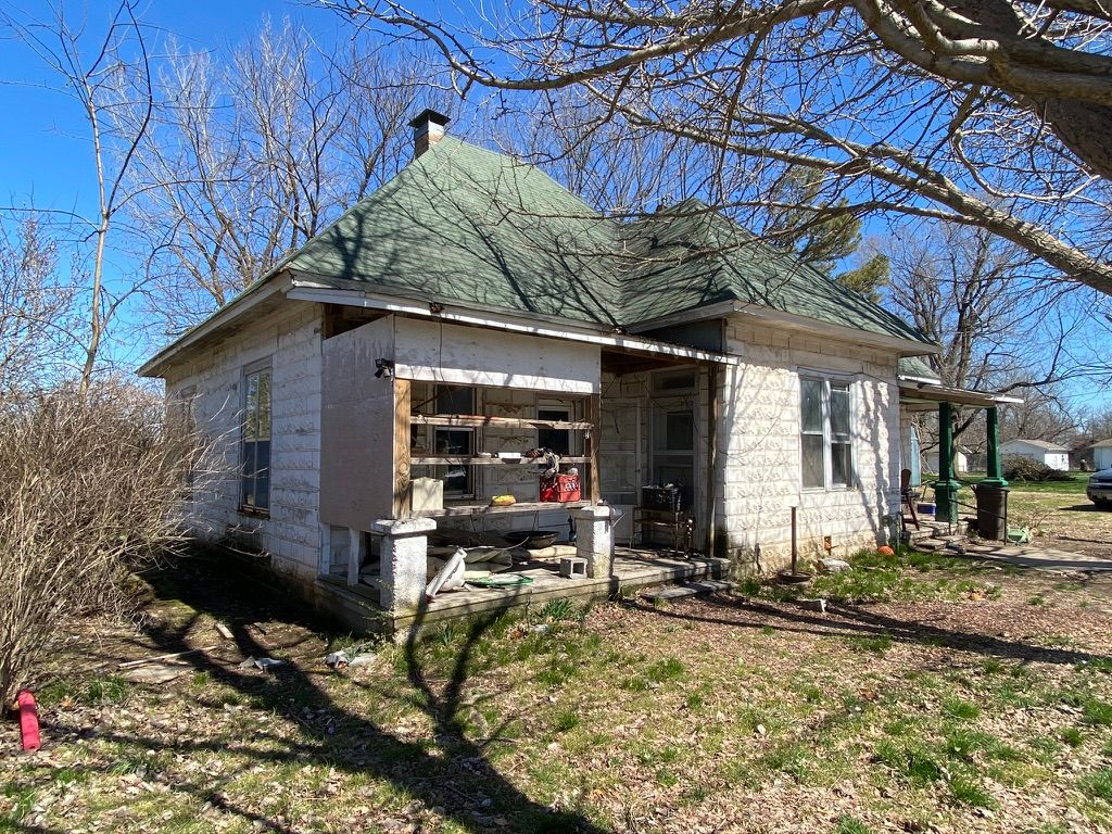 205 W South St, Marionville, MO