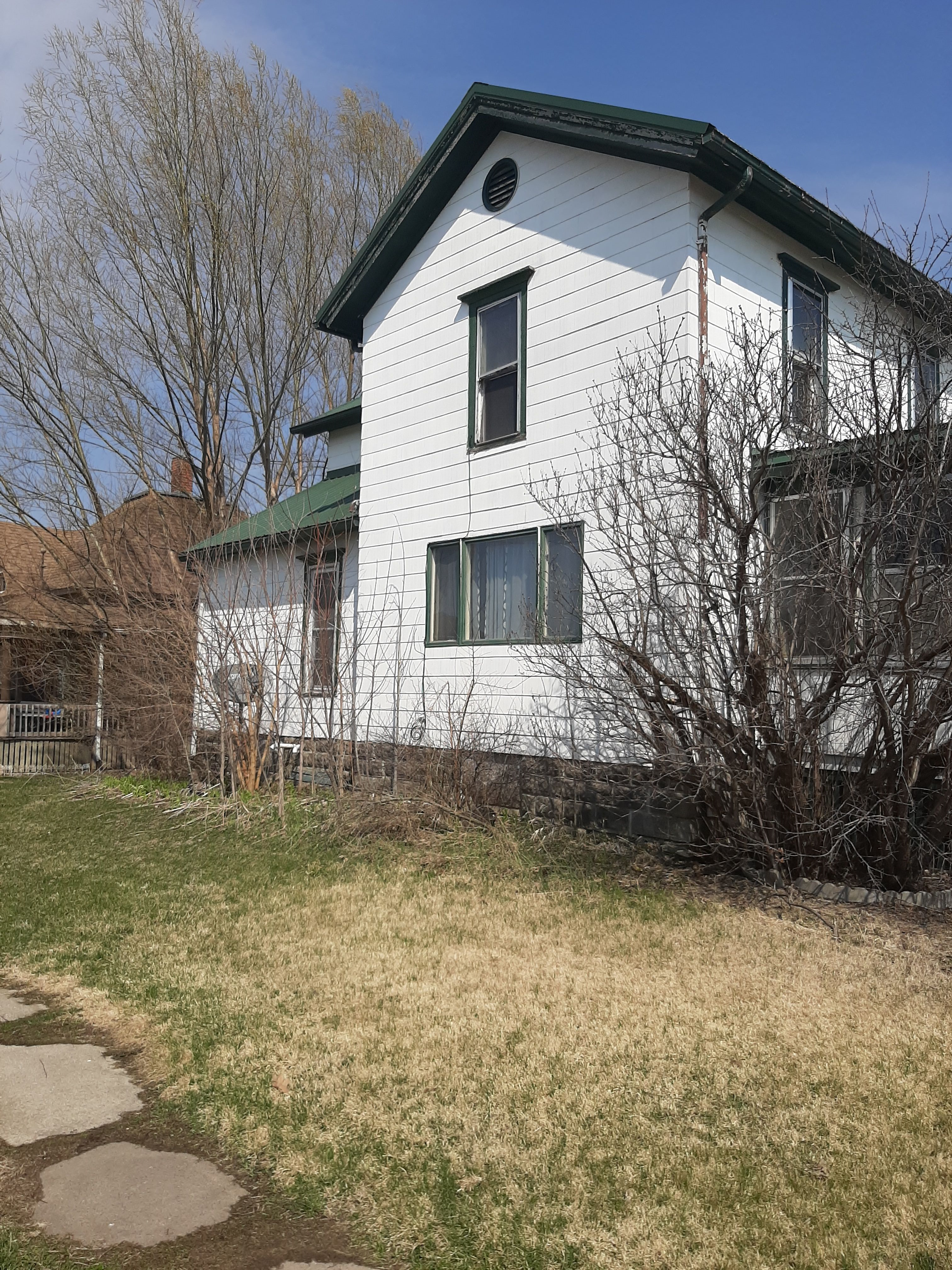 215 W 8th St, Vinton, IA