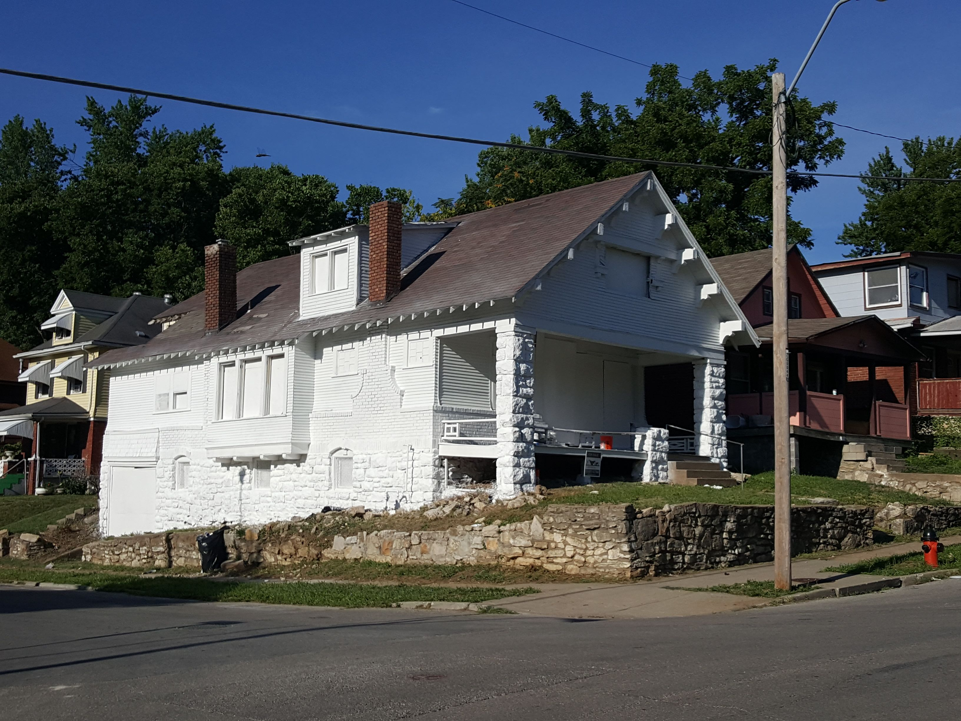 2221 E 37th St, Kansas City, MO