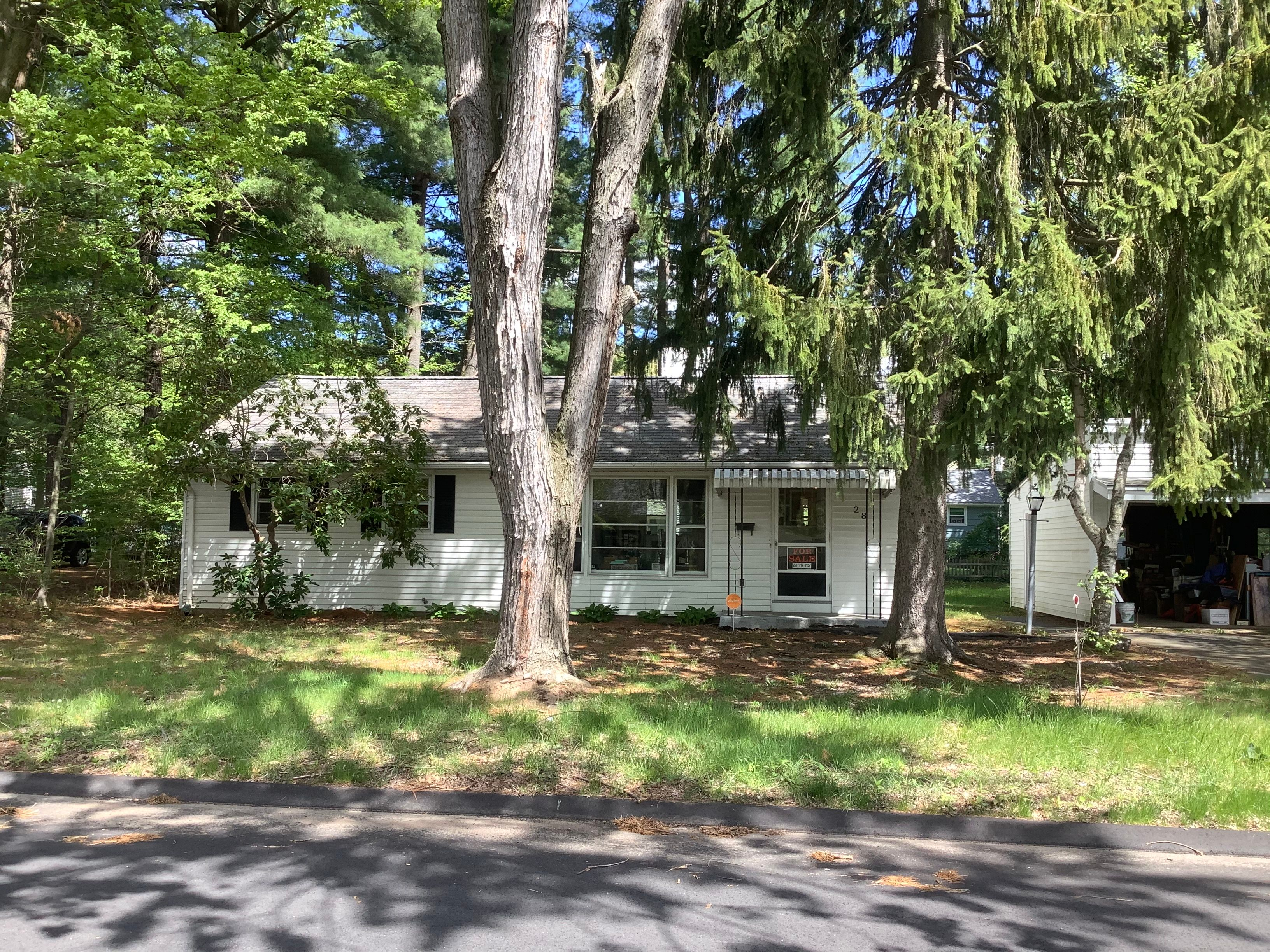 28 Pine Grove Rd, Bloomfield, CT