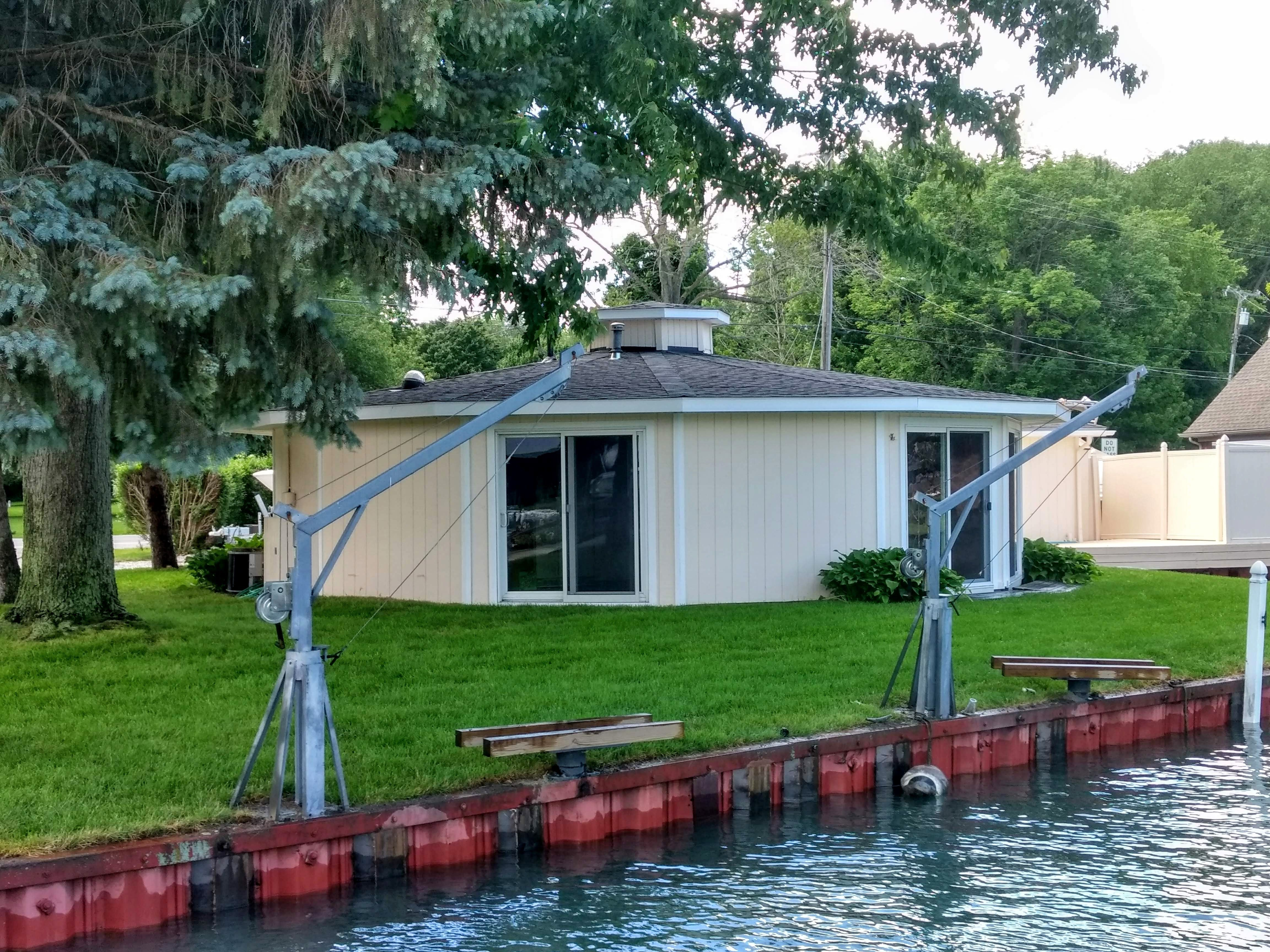 9565 River Rd, Clay Township, MI