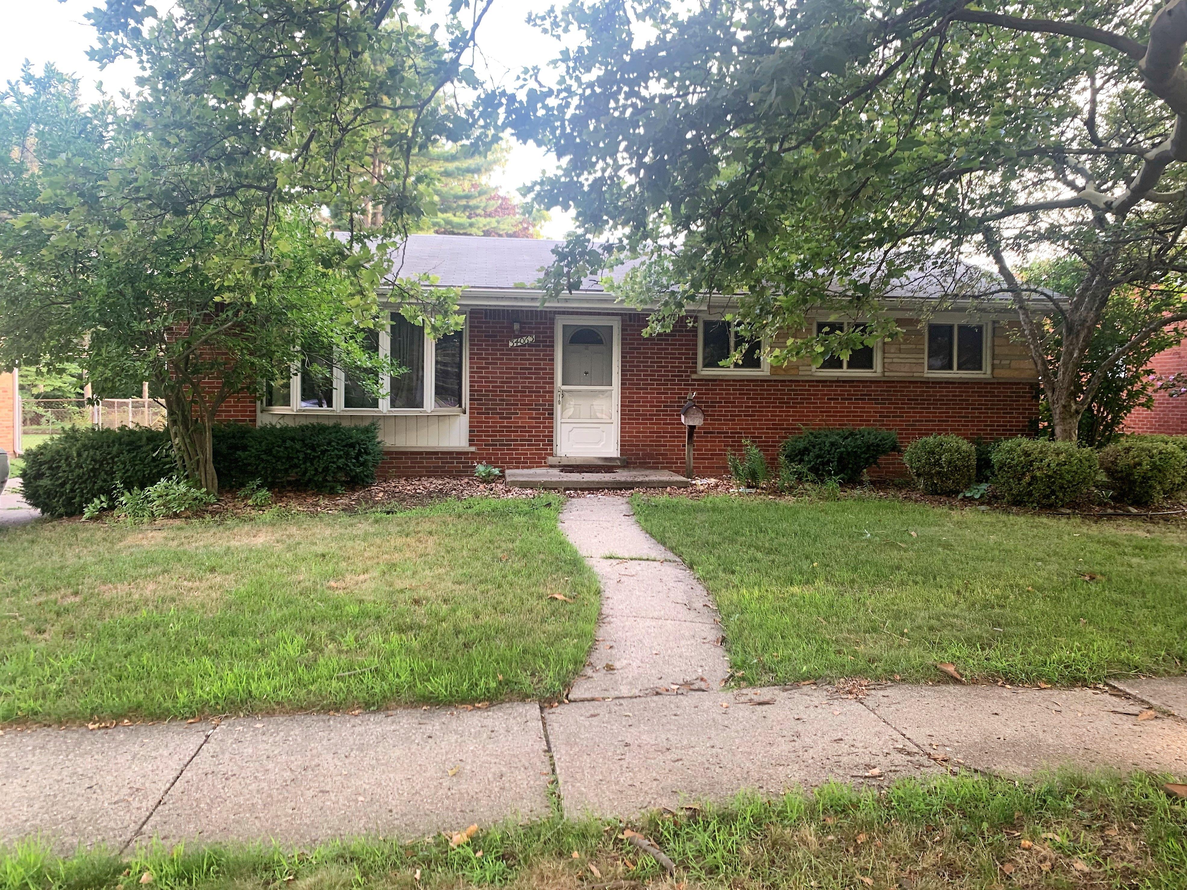 34063 Ann Arbor Trl, Livonia, MI