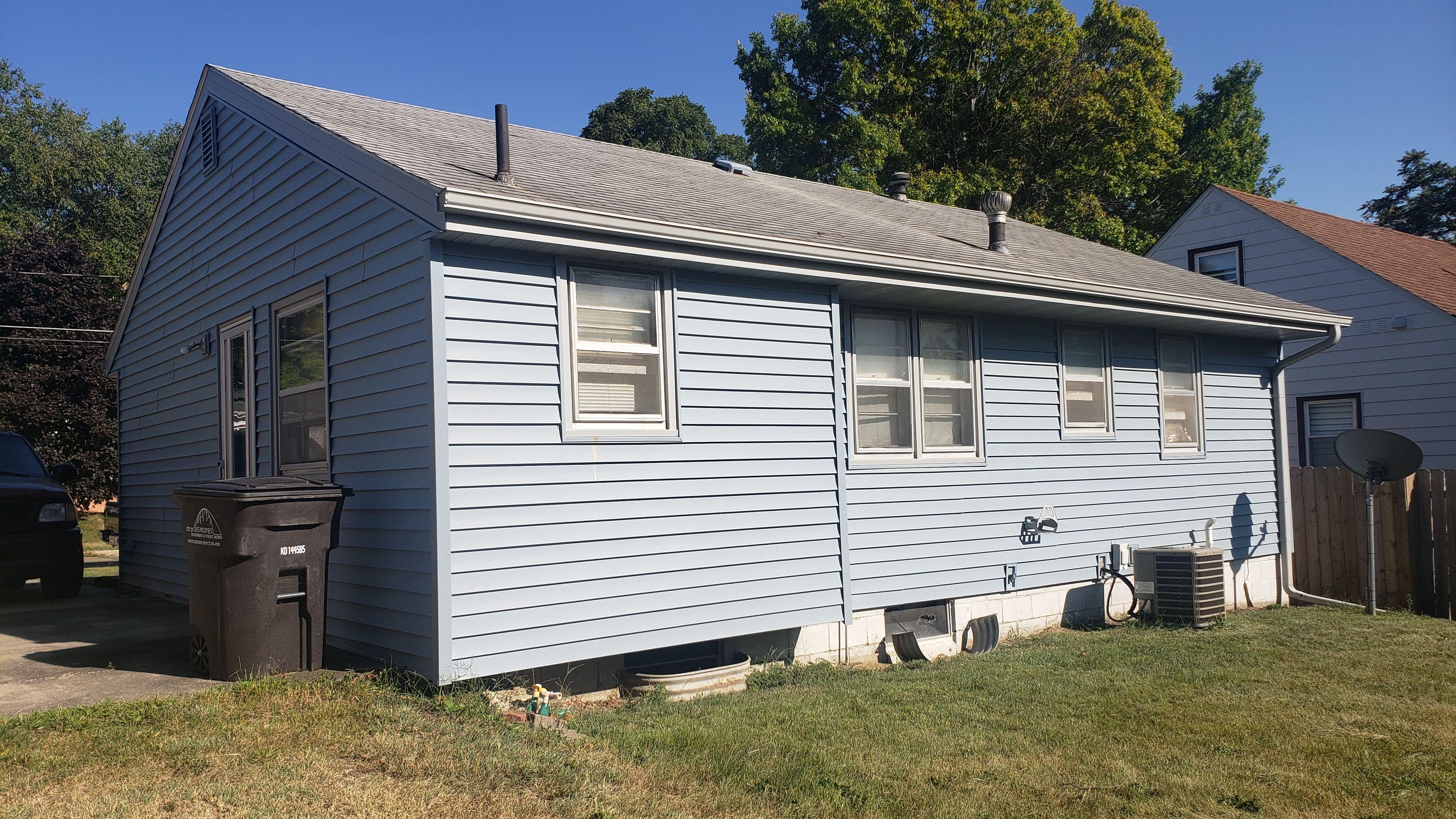 2404 E 39th Ct, Des Moines, IA