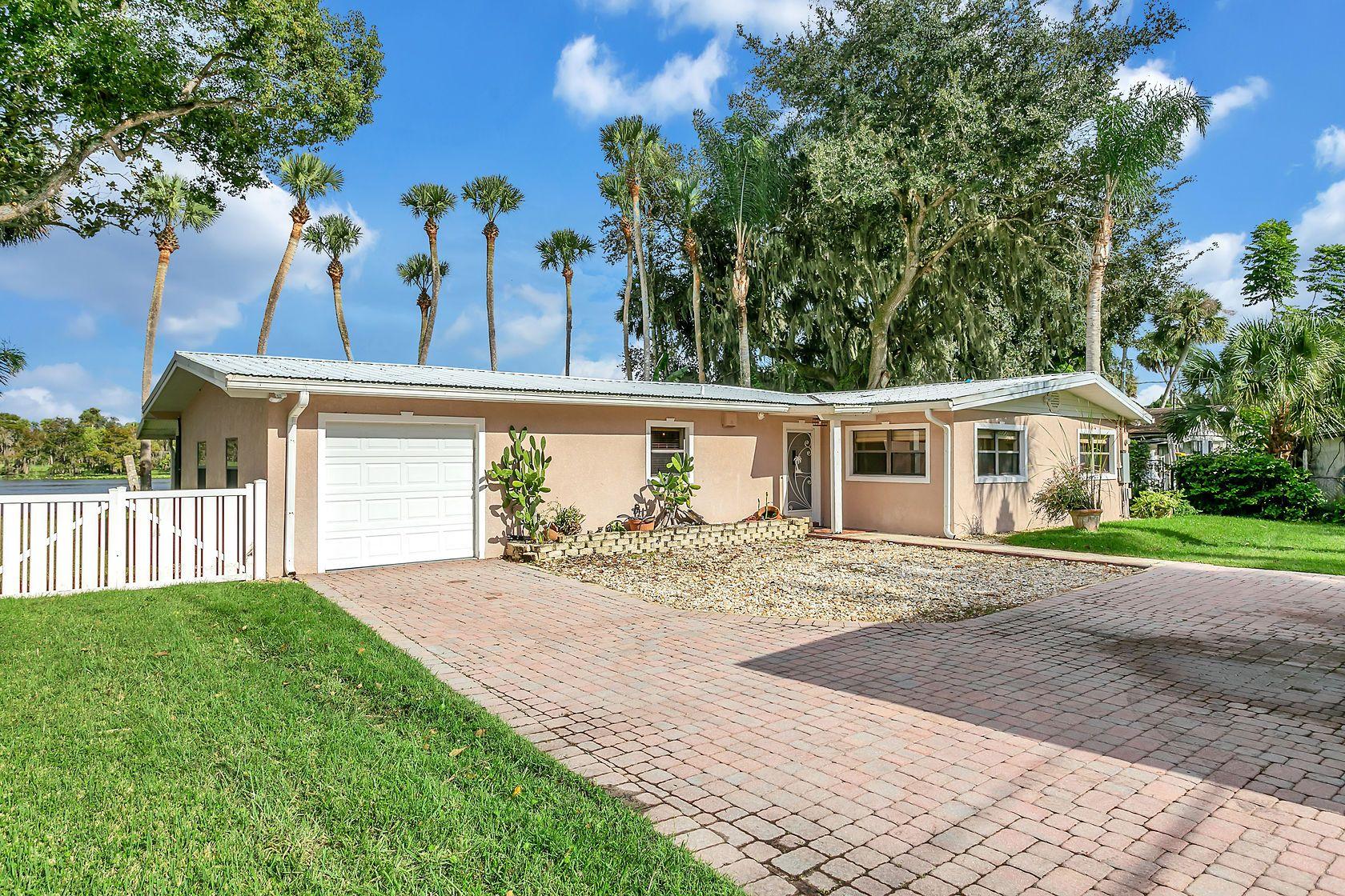 1045 Lemon Bluff Rd, Osteen, FL