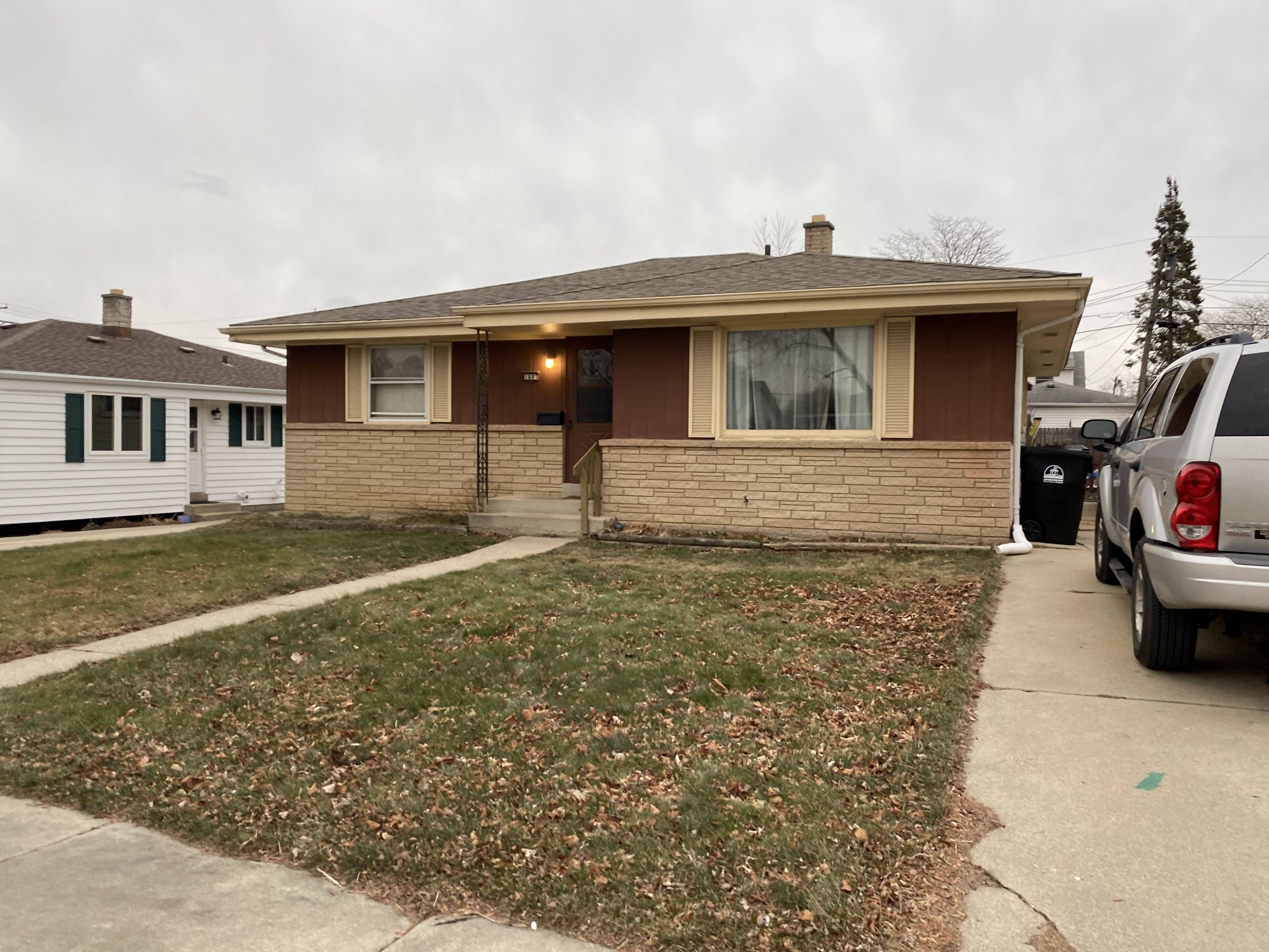 1607 Perry Ave, Racine, WI
