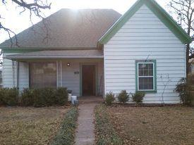 604 W Pecan St, Bowie, TX