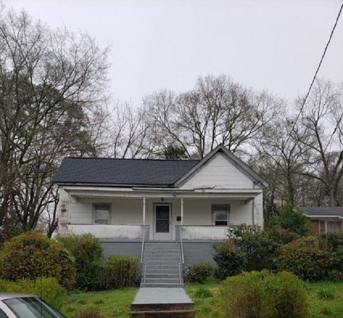 807 W Hampton St, Laurens, SC