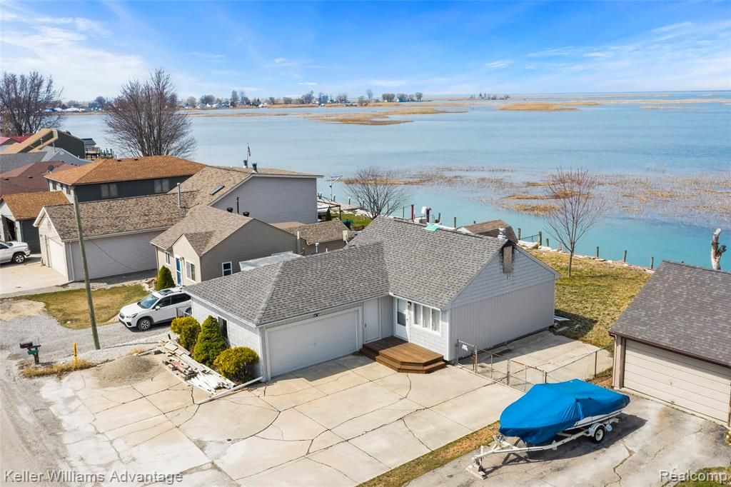 8765 Anchor Bay Dr, Clay Township, MI