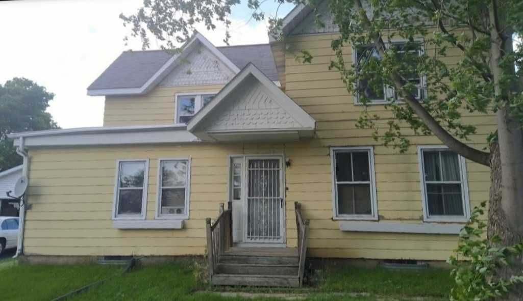 820 W Division St, Watertown, WI