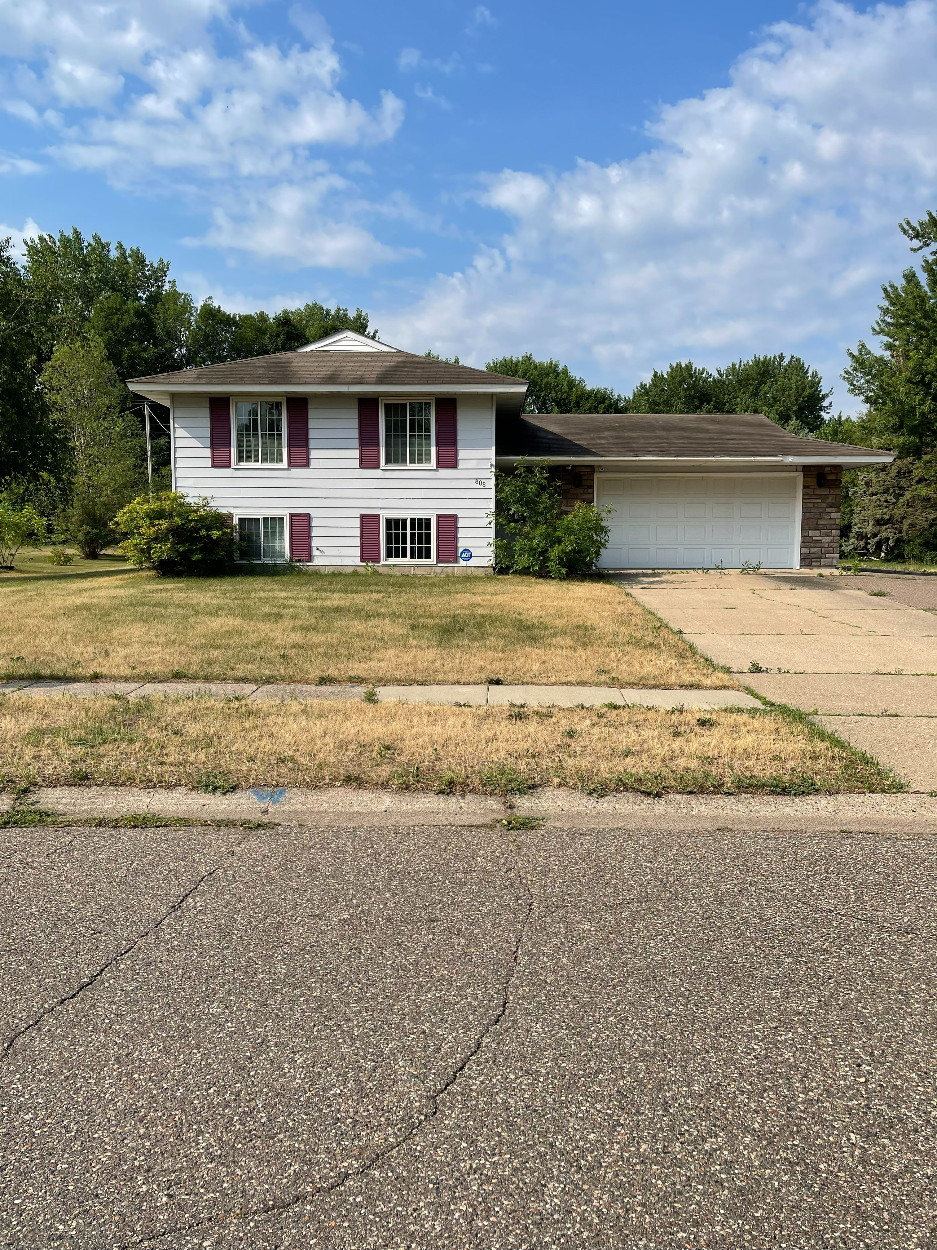 808 Newell Dr, Apple Valley, MN