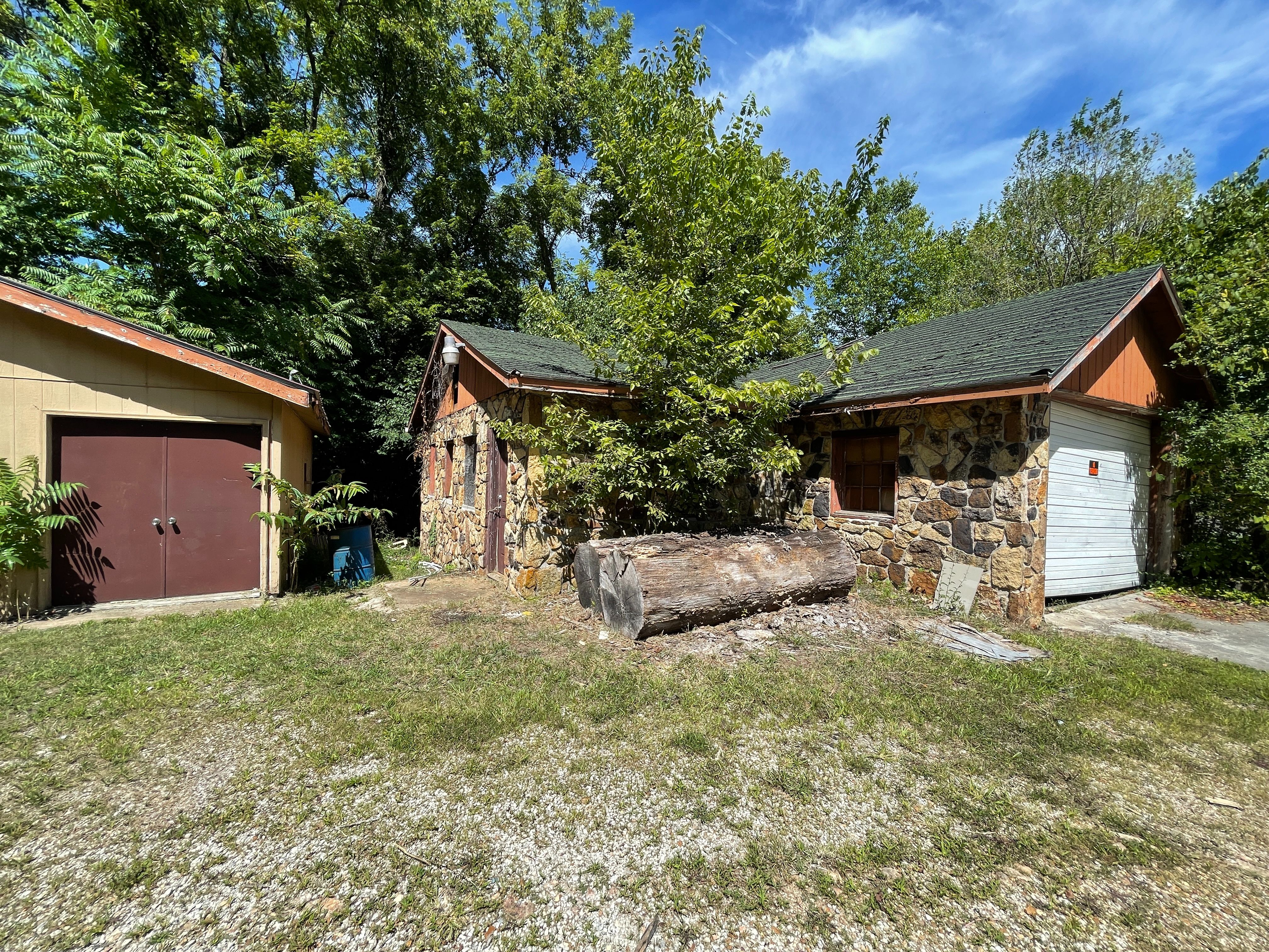 1607 E Farm Rd 88, Springfield, MO