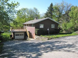 N7440 Grand View Dr, Whitewater, WI
