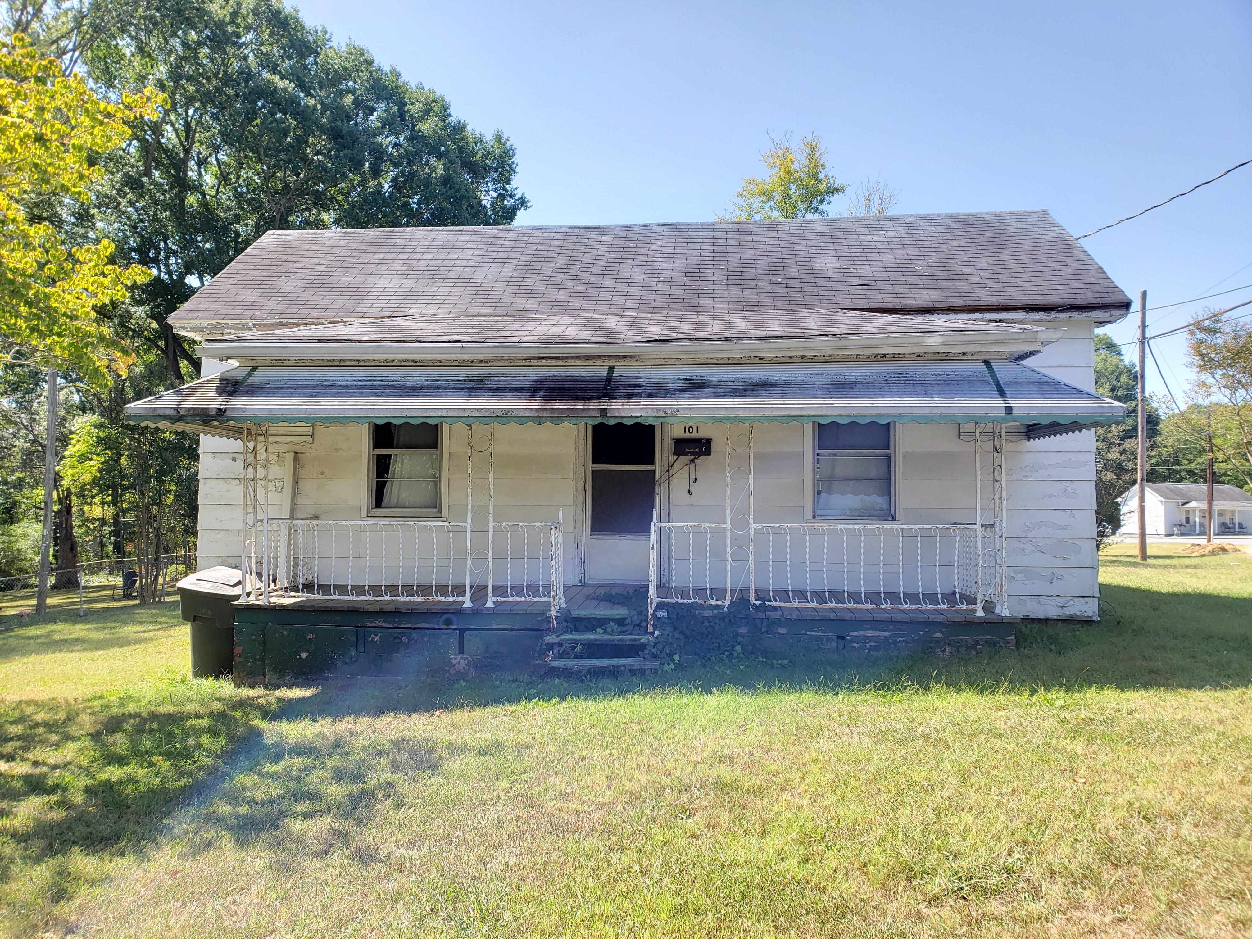 101 Hollingsworth St, Eden, NC