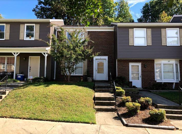 377 E Montcastle Dr, Greensboro, NC