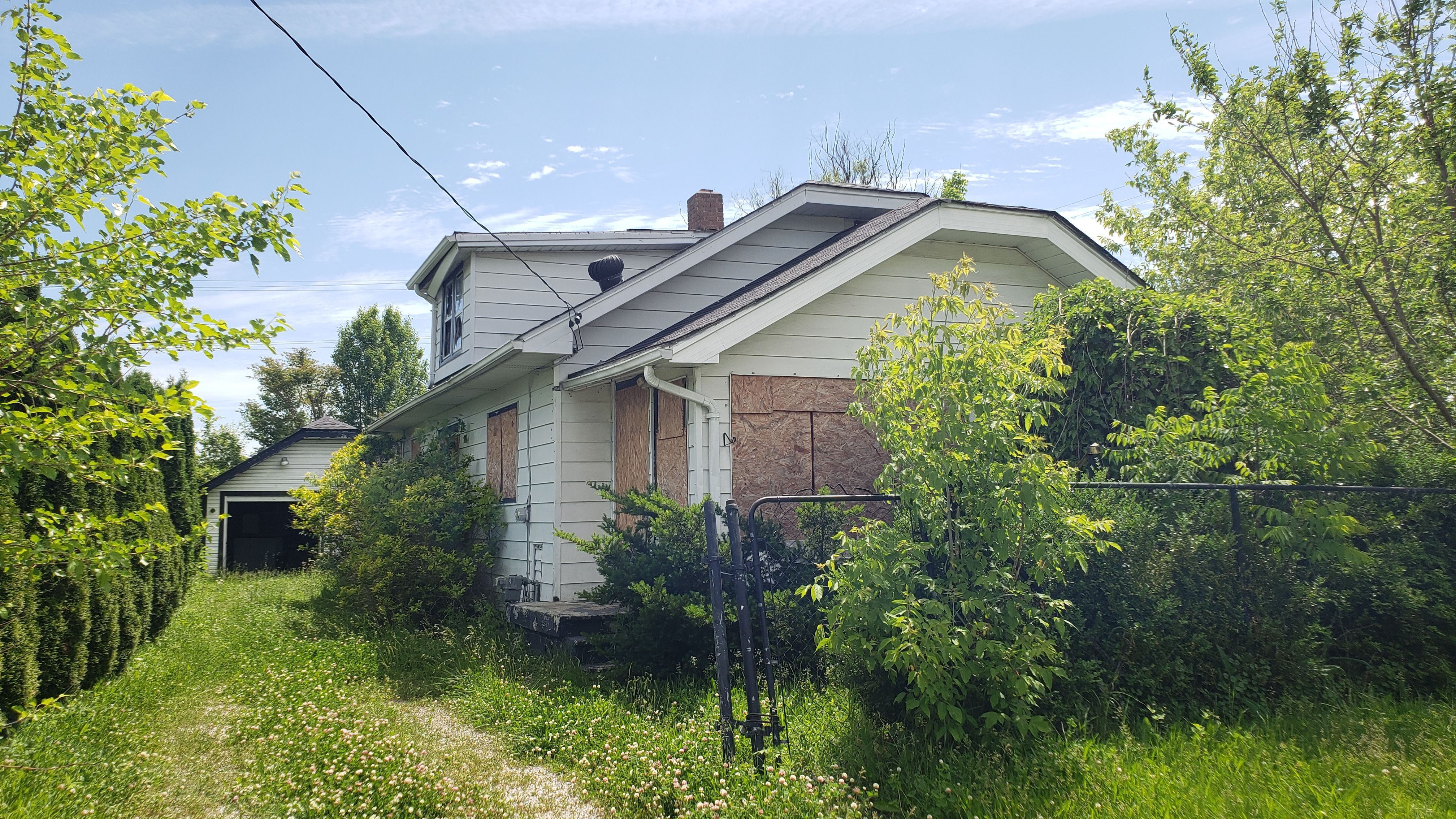 1059 Tremont Ave (Image - 1)