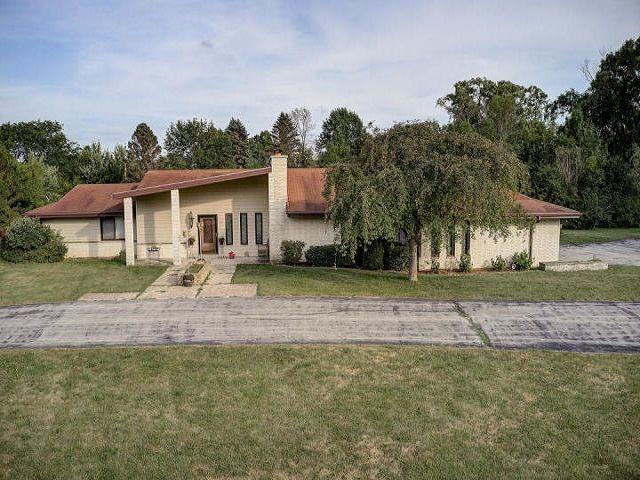 1545 W Cedar Ln, River Hills, WI