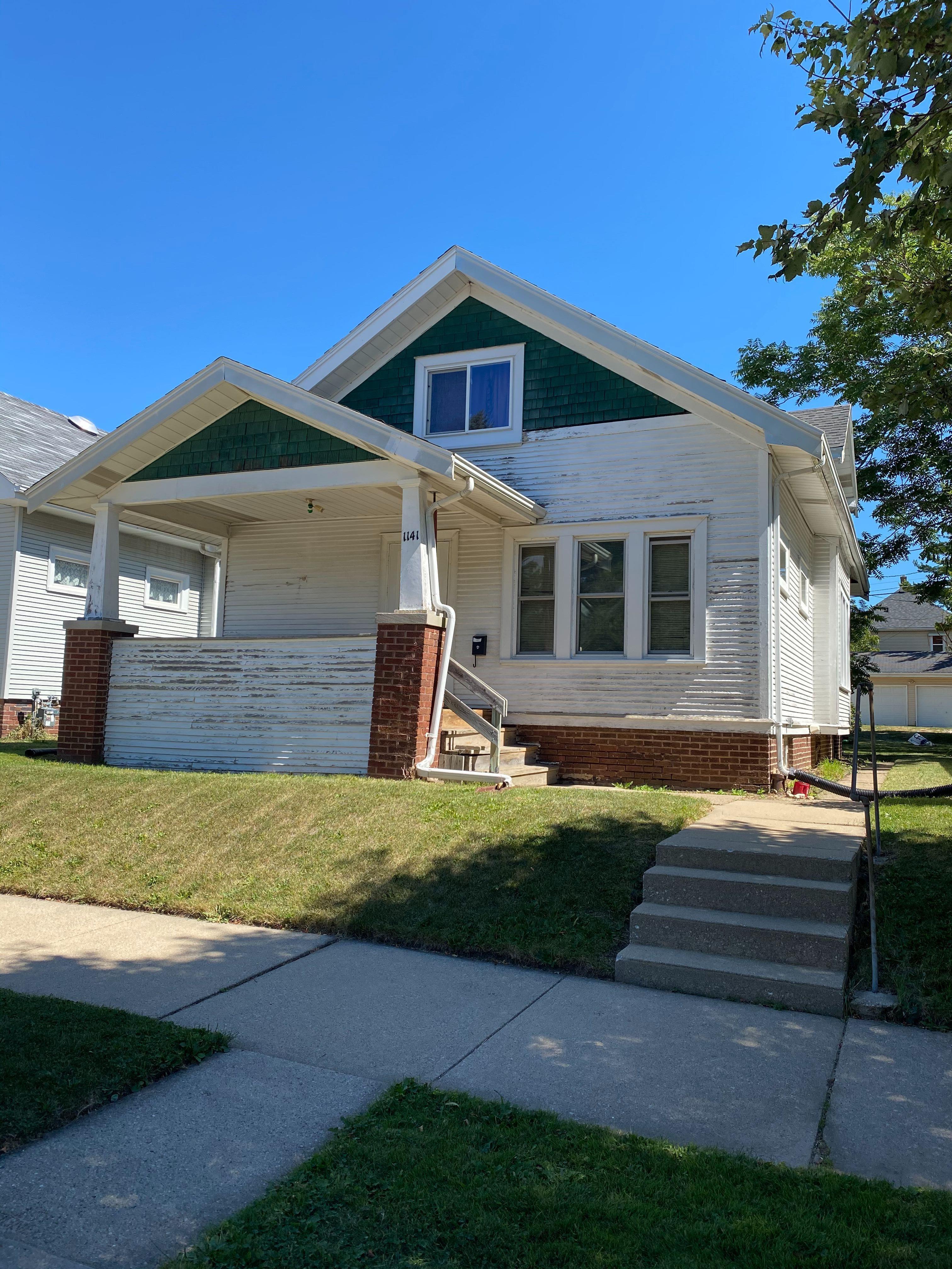 1141 Howard St, Racine, WI