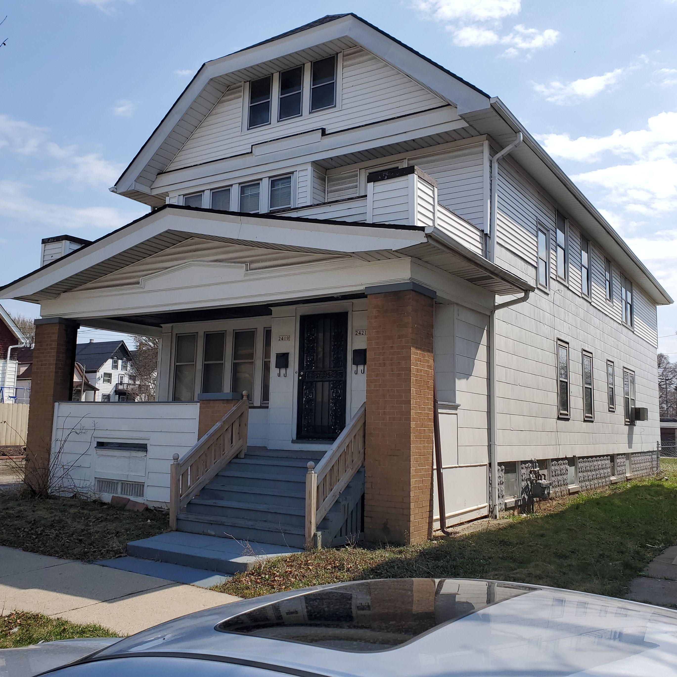 2419 W Keefe Ave, Milwaukee, WI